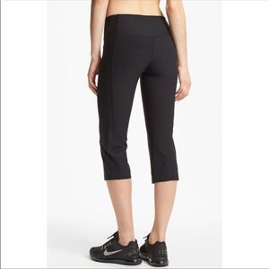 Nike Legend Capri Leggings Size Small